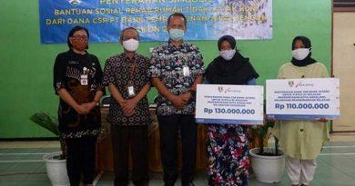 Penyerahan dana bantuan rehab rumah RTLH