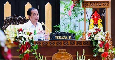 Presiden memberi pengarahan di posko covid-19 Kalimantan Tengah