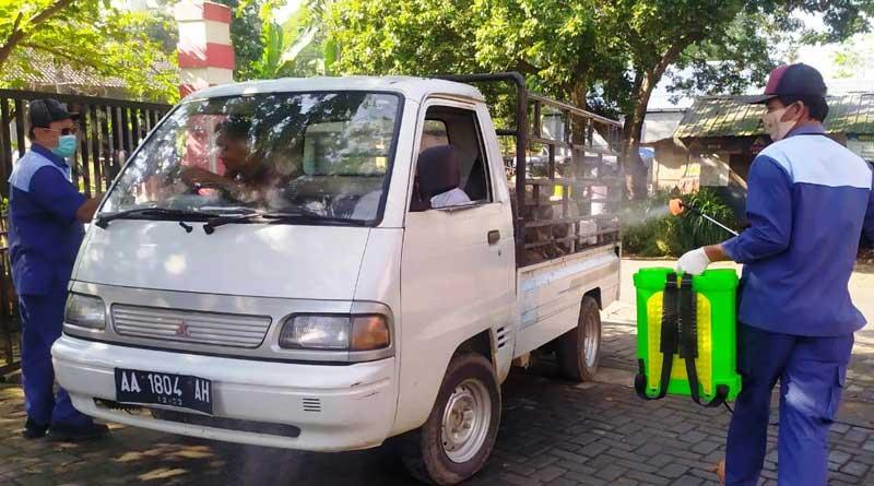 Penyemprotan Disinfektan Pasar Ternak Temanggung