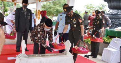 Sambut-HUT-TNI-ke75-Danrem-072-PMK-Ziarah-Bersama-RombonganKe-Makam-Jendral-Soedirman