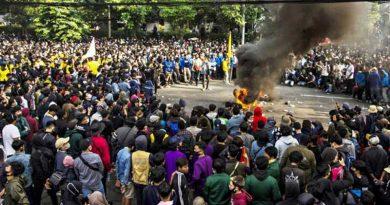 Demonstrasi-massa-Omnibuslaw-JURNALJATENG.ID