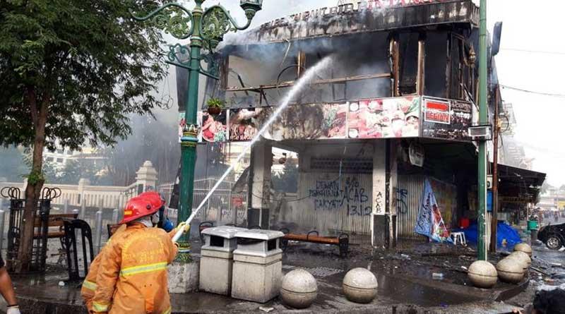 Demontrasi-Kerusuhan-Dimali