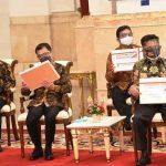 Jokowi-menyerahkan-Dipa-jurnaljateng.id