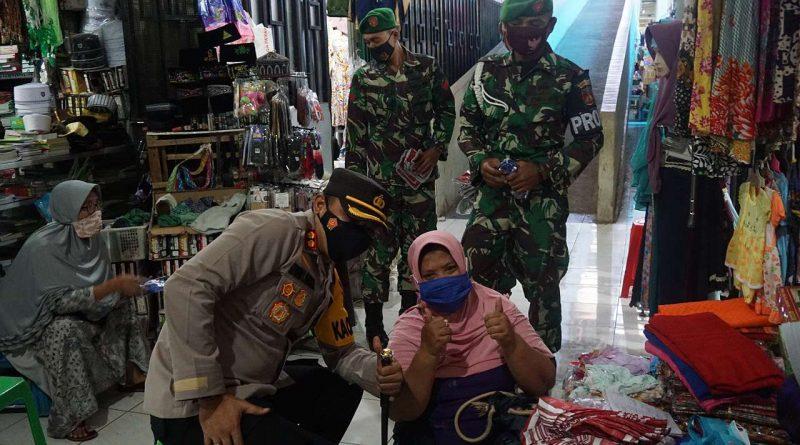 Kapolres Batang Saat Temui Pedagang Di pasar Batang-jurnaljateng.id