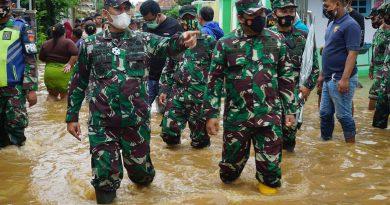 Danrem 071-Wijaya kusuma dan Dandim batang lakukan Evakuasi banjir-jurnaljateng.id