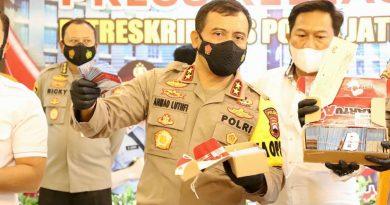 Ahmad Luthfi pers release pencurian voucer pulsa telkomse