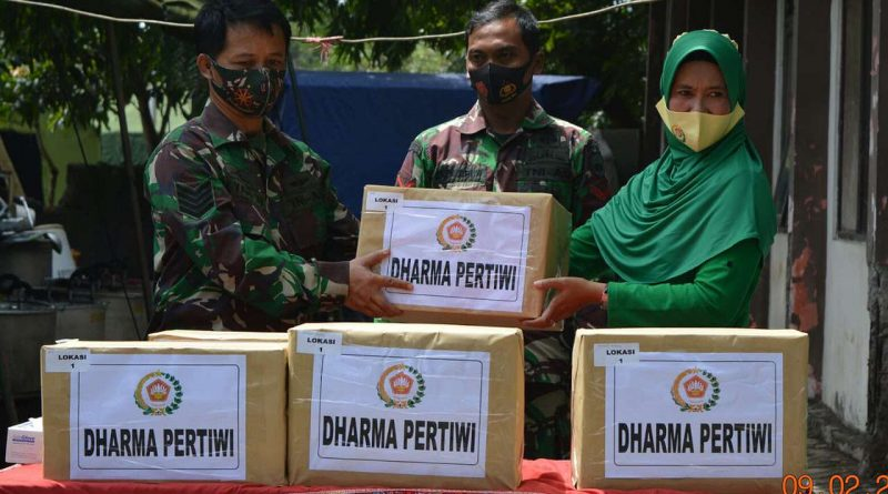 Ketua KCK Daerah IV Diponegoro memberi bantuan kepada korban bencana alam