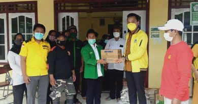 DPD Golkar Kendal Bagikan Sembako