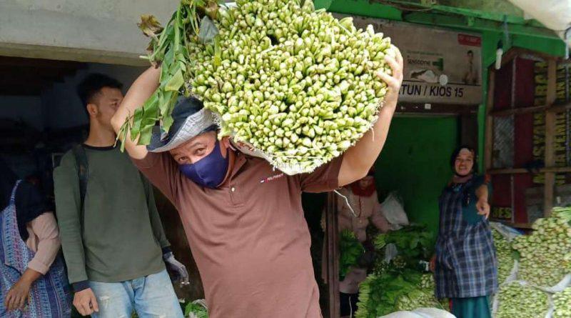 Penggalangan sayur untuk bantuan banjir semarang