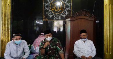 Dandim Batang Letkol Arh Yan Eka Putra di Masjid Thoriqul Huda