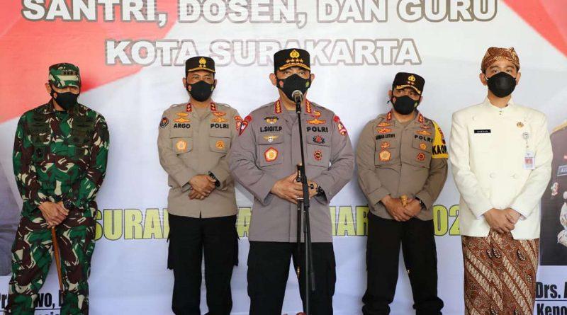 Kapolri Jnderal Listyo Sigit Prabowotinjau vaksinasi di Surakarta
