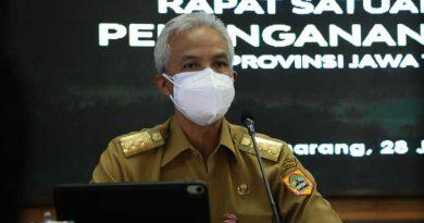Ganjar Pranowo Rapat Penanganan Covid