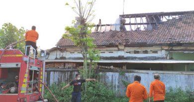 Gudang PG Panirogo Terbakar