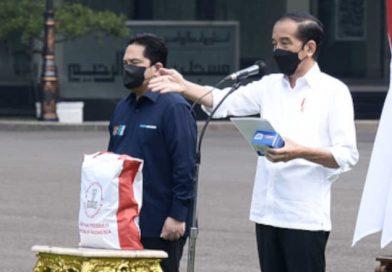 Presiden Joko Widodo Bagikan Obat Covid Bagi Isoma